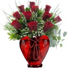 11 Adet Kırmızı Gül Kalp Vazo